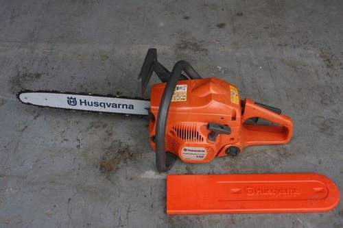How to Adjust a Husqvarna 142 Chainsaw