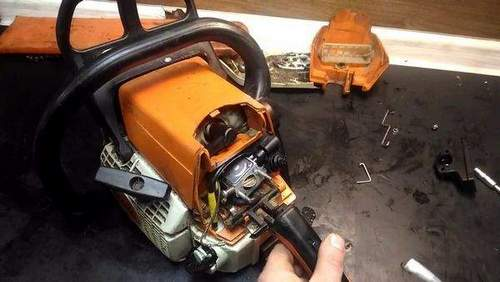 How to Adjust a Stihl Chainsaw 250