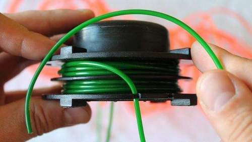 How to Charge a Fishing Line into a Husqvarna Trimmer Coil