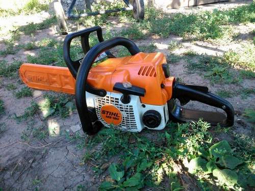 How to Choose a Chainsaw For Harvesting Firewood