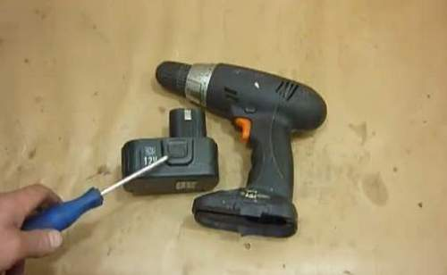 How to Disassemble a 12 Volt Hitachi Screwdriver