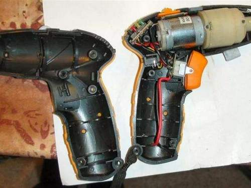 How to Disassemble a Hitachi Screwdriver Battery