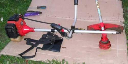 How to Lubricate a Stihl Gasoline Trimmer Rod Shaft