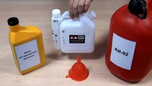 How to Mix Oil With Gasoline For A Trimmer