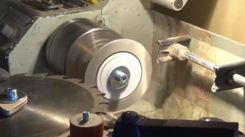 How to Put a Disc On a Circular Saw Correctly