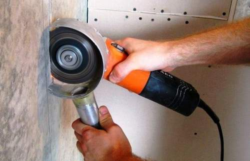 How to Put a Disc on an Angle Grinder