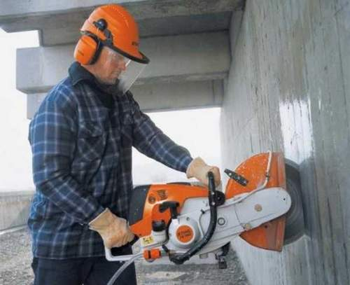 How to Reduce Dust From An Angle Grinder