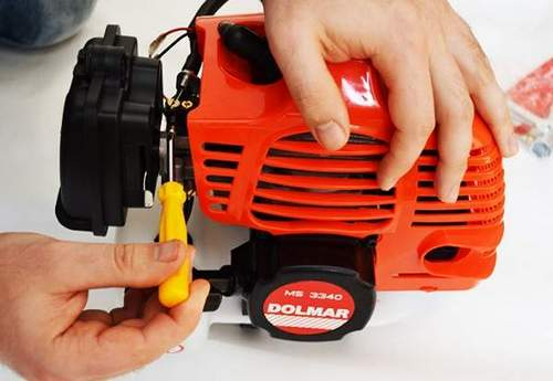 How to Remove a Champion Petrol Trimmer Head
