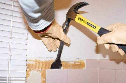 How to Remove Tile from a Wall Without a Punch