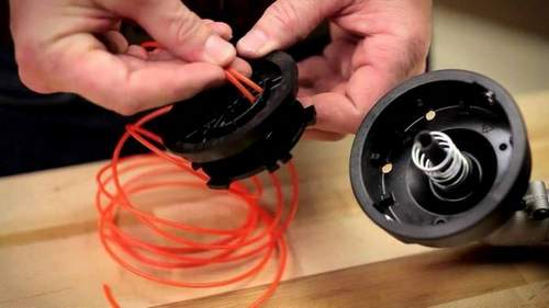 How to Thread a Fishing Line into a Trimmer Spool