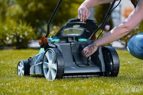 What Oil Is Best To Pour Into A Lawn Mower