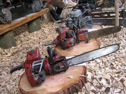 Where Oil Is Poured Into A Chainsaw