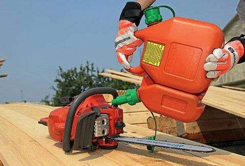 Which Gasoline Should Be Poured Into a Husqvarna Trimmer