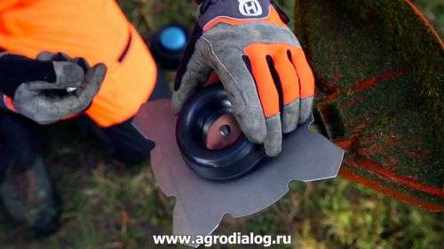 How To Remove The Head From The Husqvarna Trimmer