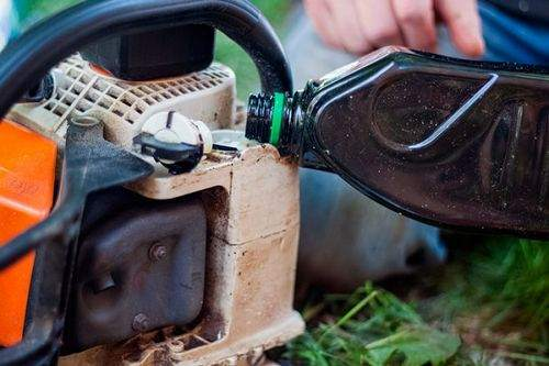 what oil to lubricate the chainsaw
