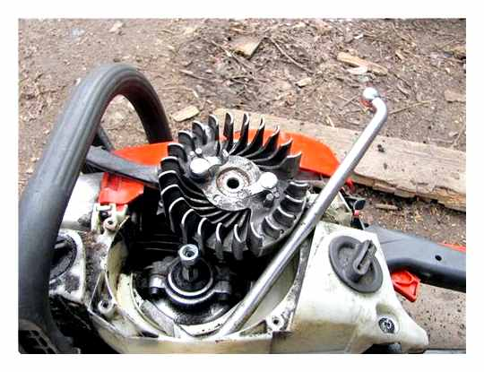 Replacing The Drive Sprocket On A Chainsaw